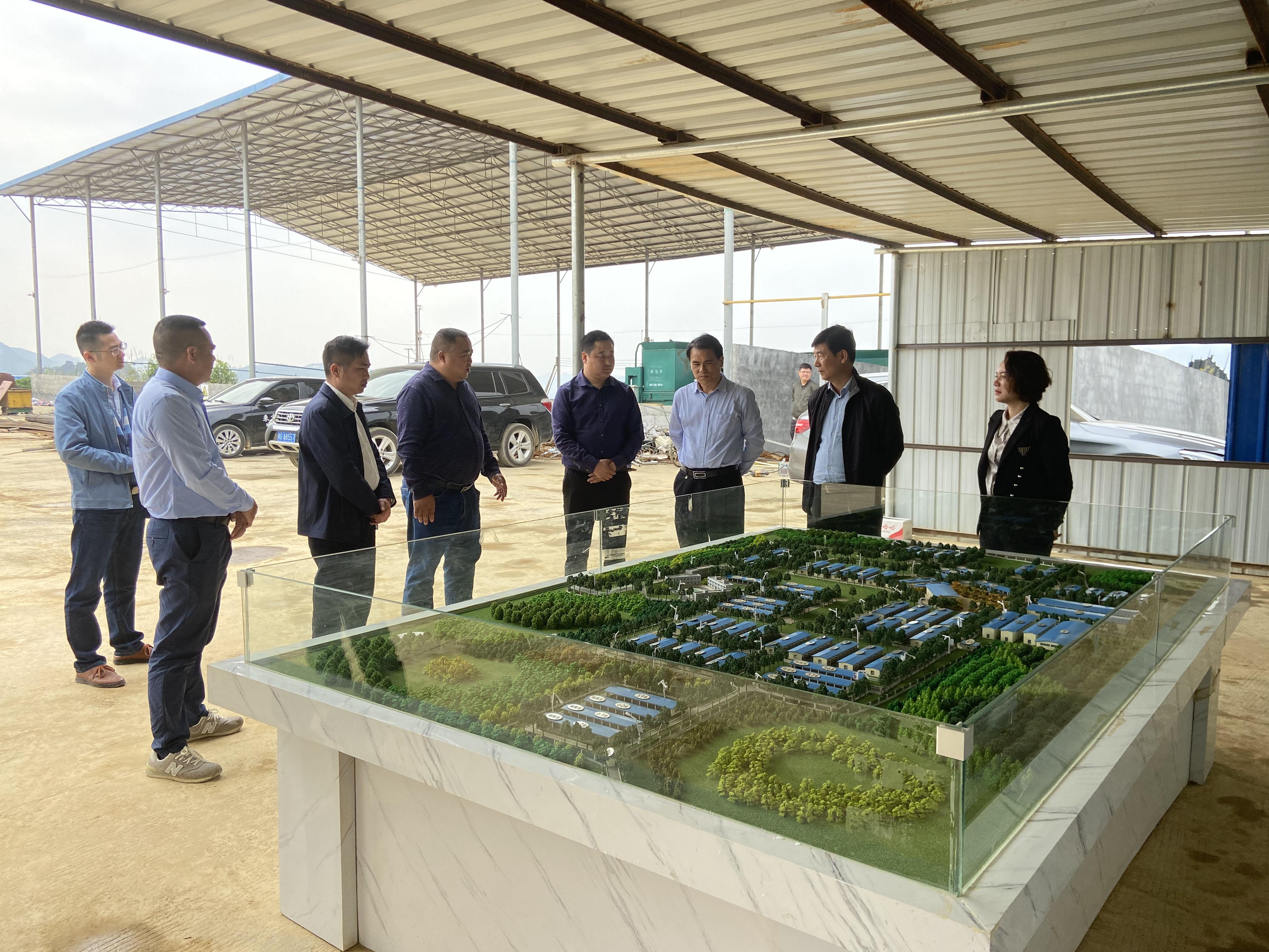 來賓市副市長鄧應文一行蒞臨忻城縣古香國家級種羊示范基地參觀指導