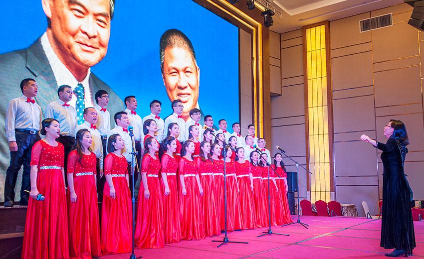 百利宏合唱團表演