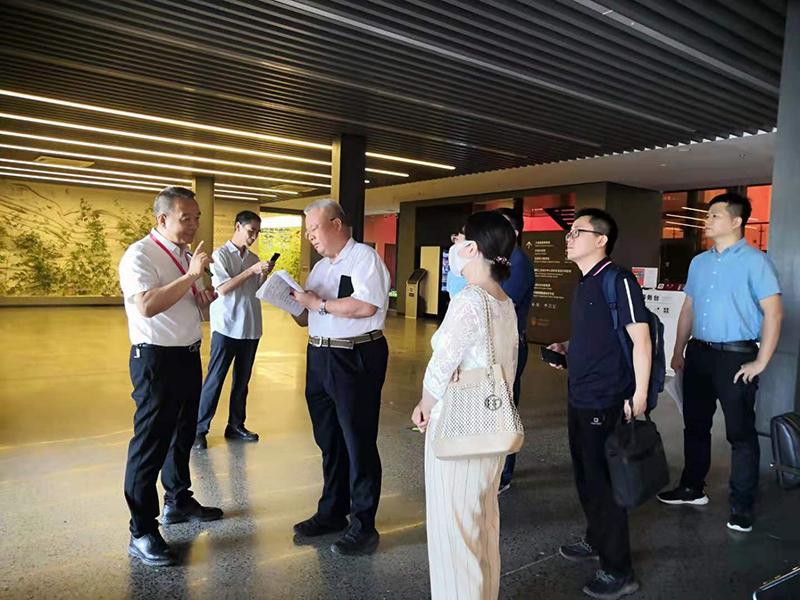 國家發改委產業經濟與技術經濟研究所姜長云副所長一行到大信總部考察調研