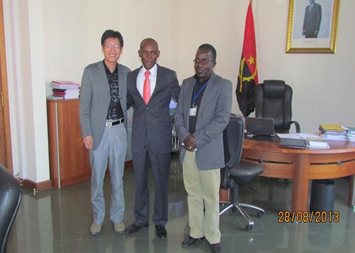 安哥拉bie省副省长JOSE TCHIVELA和市政项目主管ANDRE KAQUARTA会见集团副总马国坤