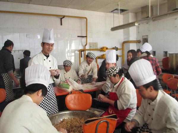 邓记锦上园冬至包饺子